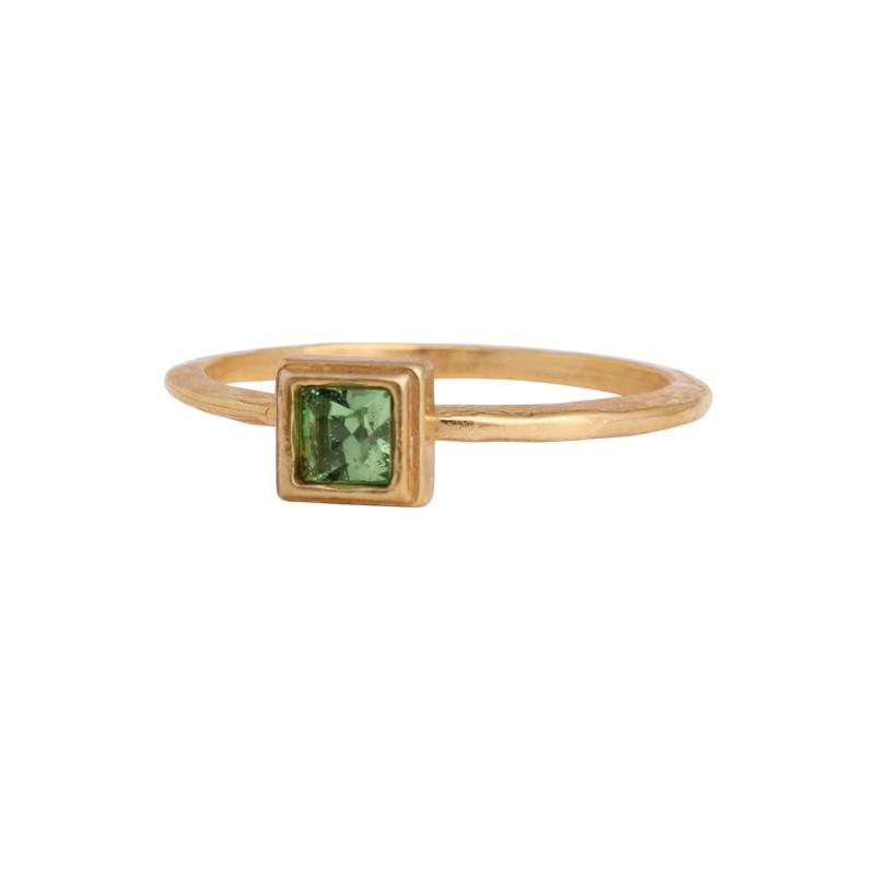 gold-birthstone-ring-square-setting