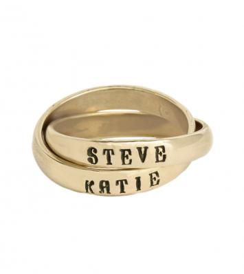 intertwined mothers name ring in gold