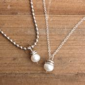 pearl-necklace-with-silver-chain-front