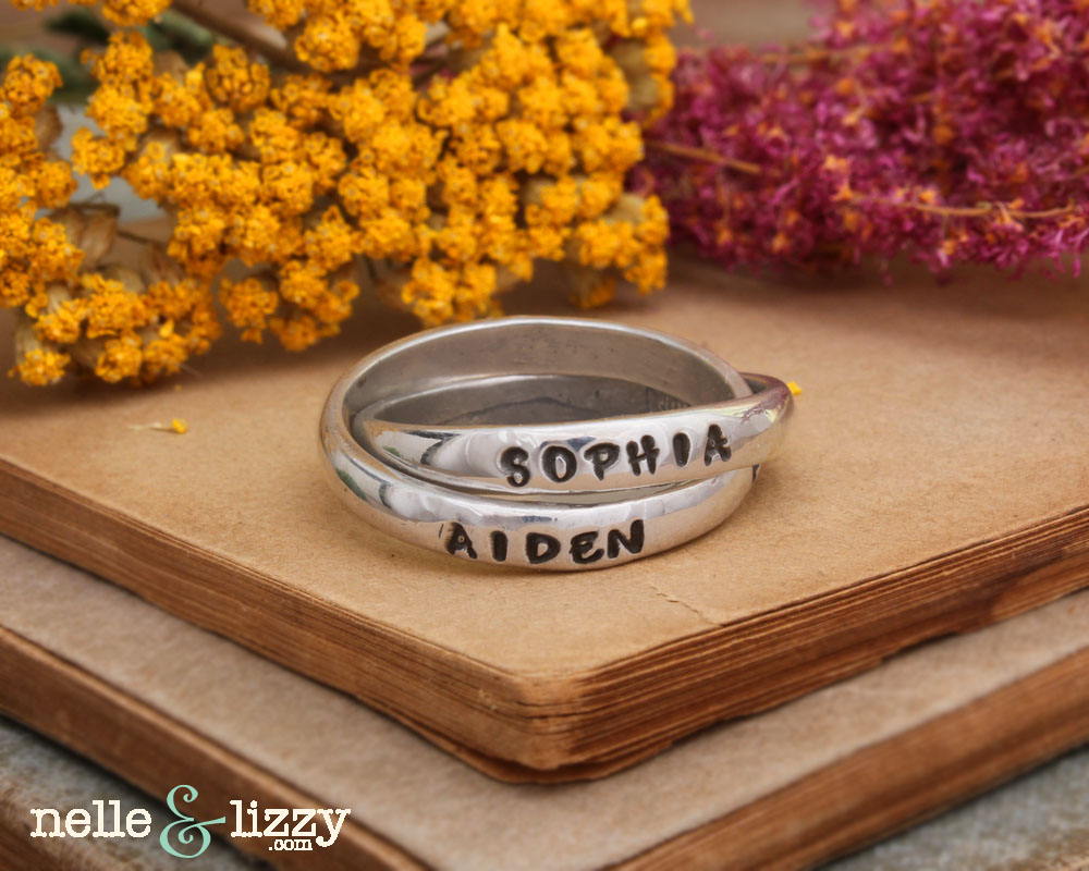 family ring with names for mom